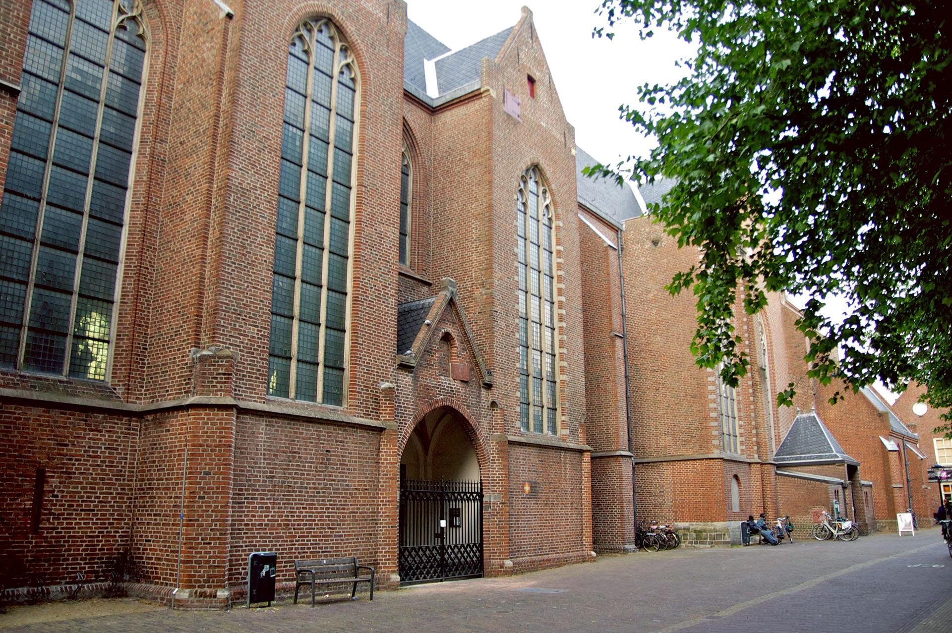 kerk-buiten2-1920